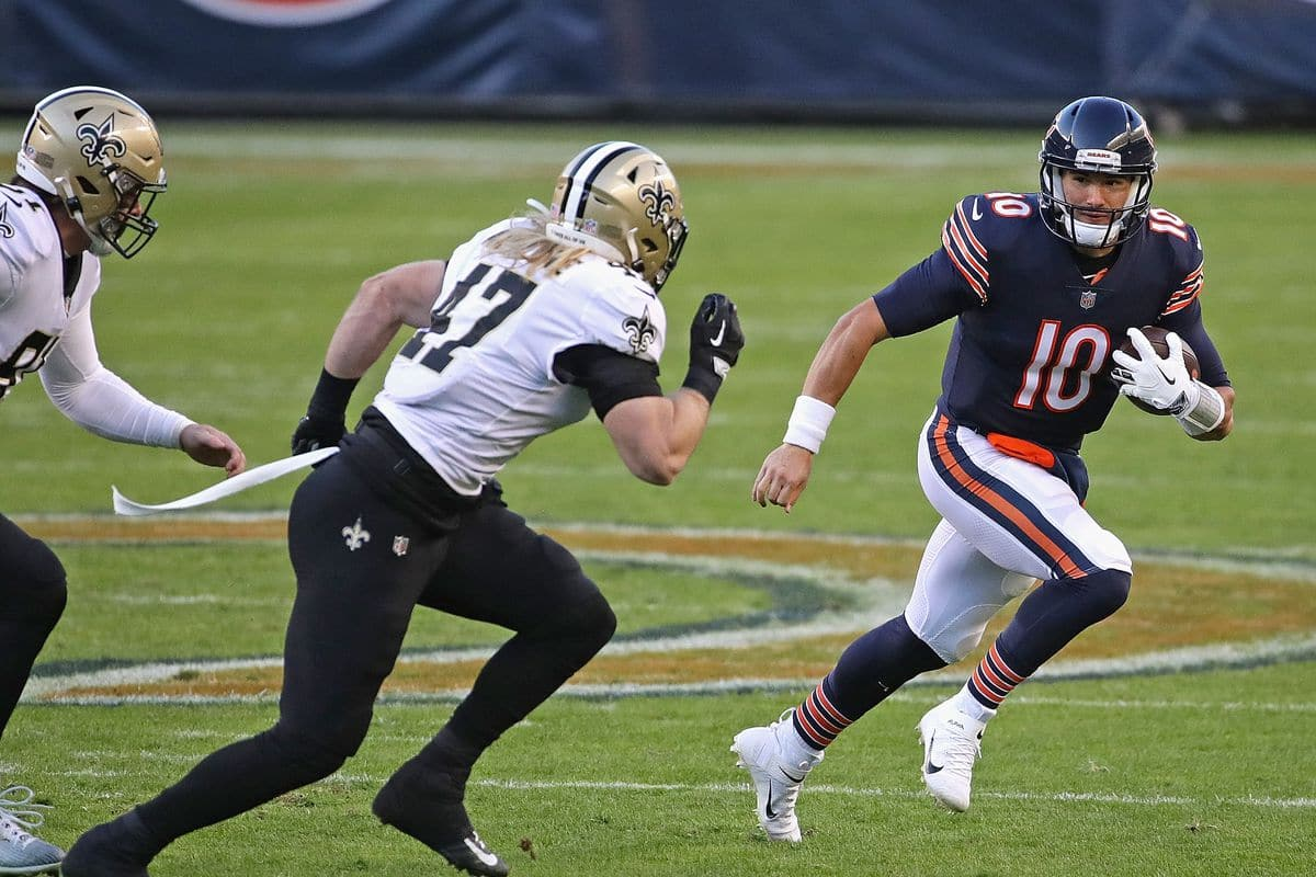 Chicago bears #19 ready to be sacked by Saints #49