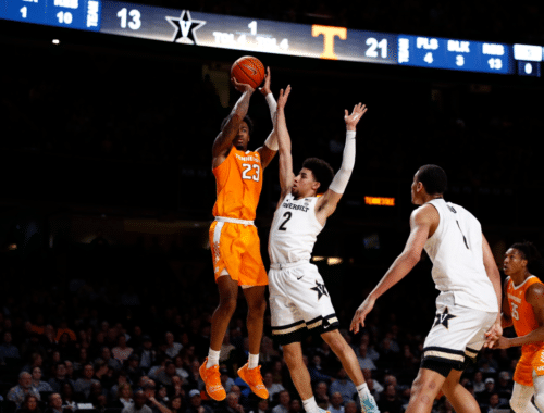 Tennessee vs Vanderbilt #23 up for the shot