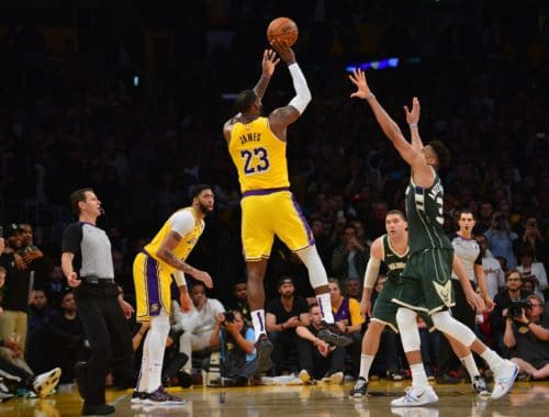 Lakers, Anthony Davis shoots and 3 pointer while bucks look at him
