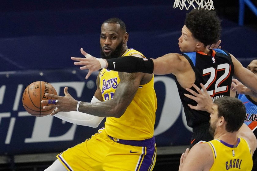 Lakers Lebron James pushing his way into the zone agains the Thunders
