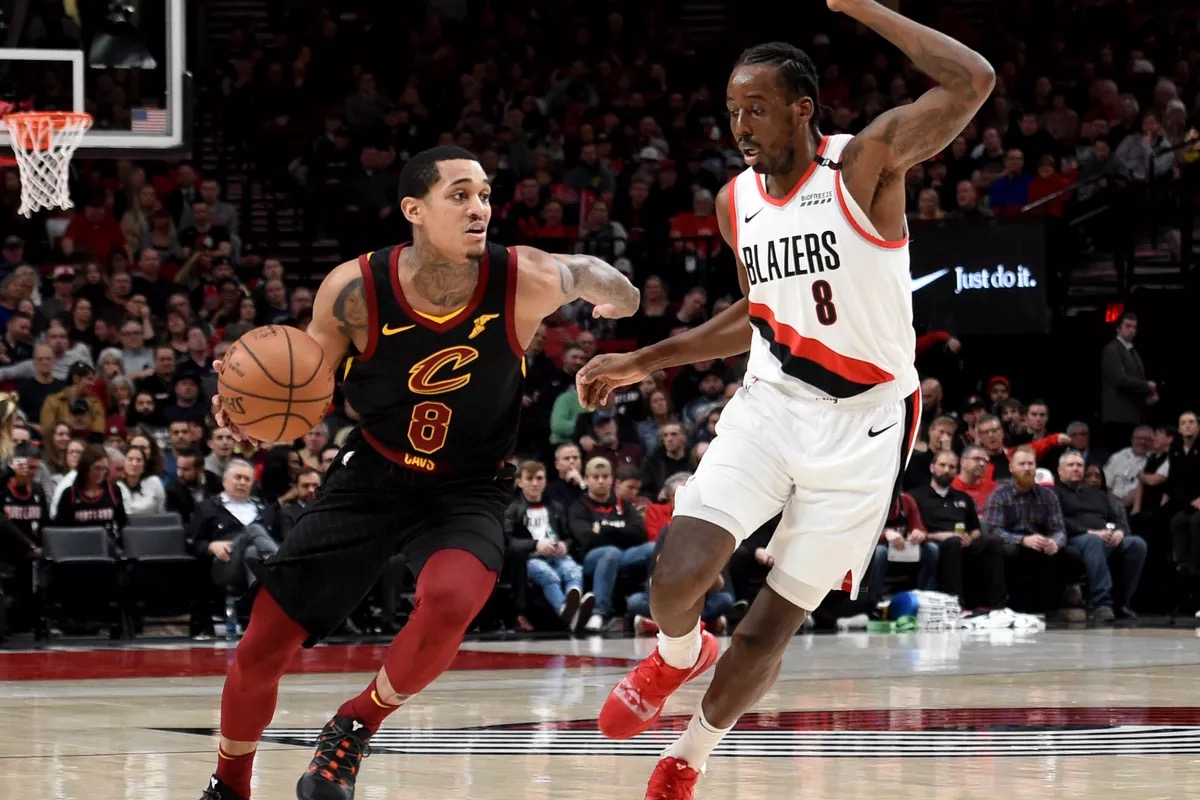 Cavaliers 8 breading the defense but TrailBlazers 8 is there to stop him