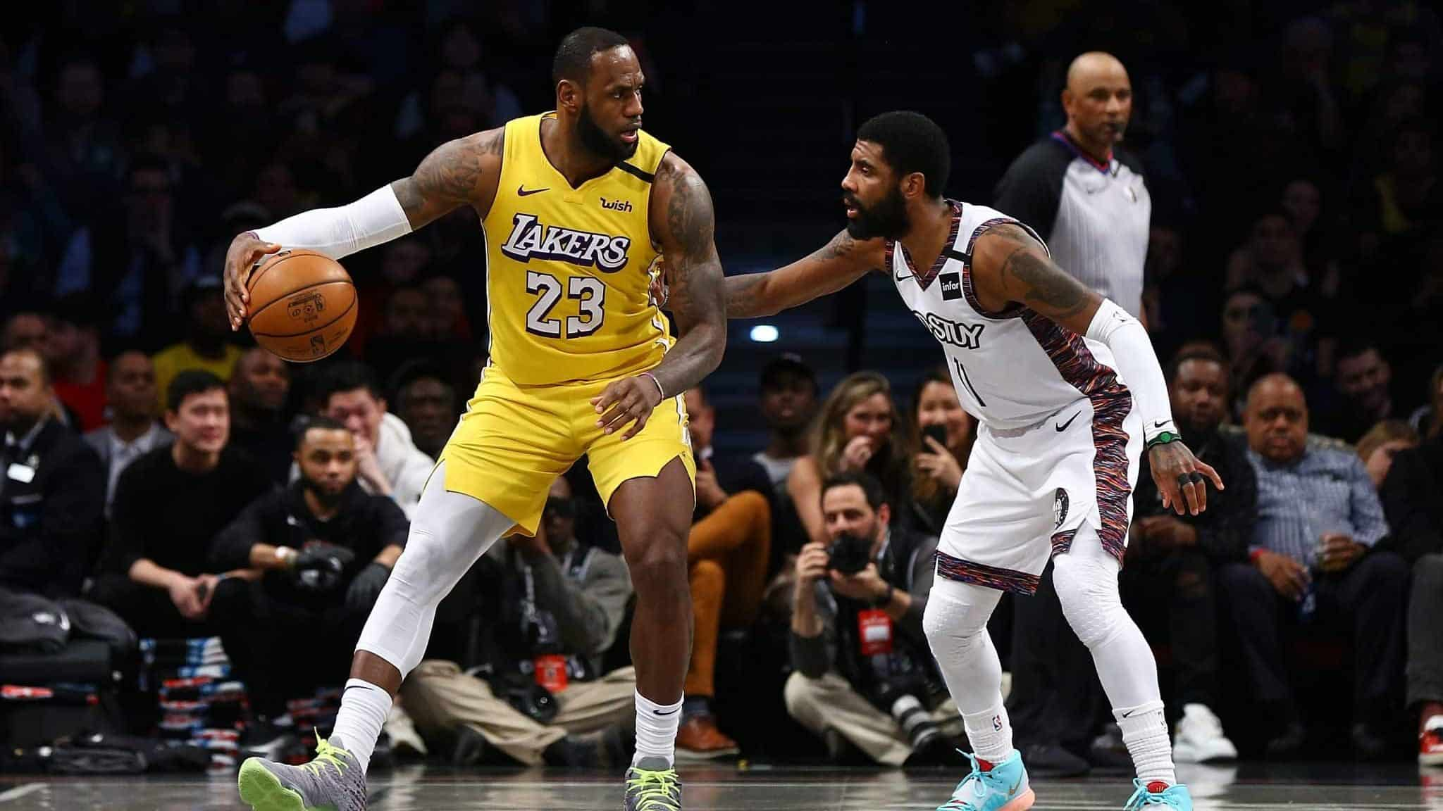 Lakers 23 is playing with the nets and ready to break through their defense